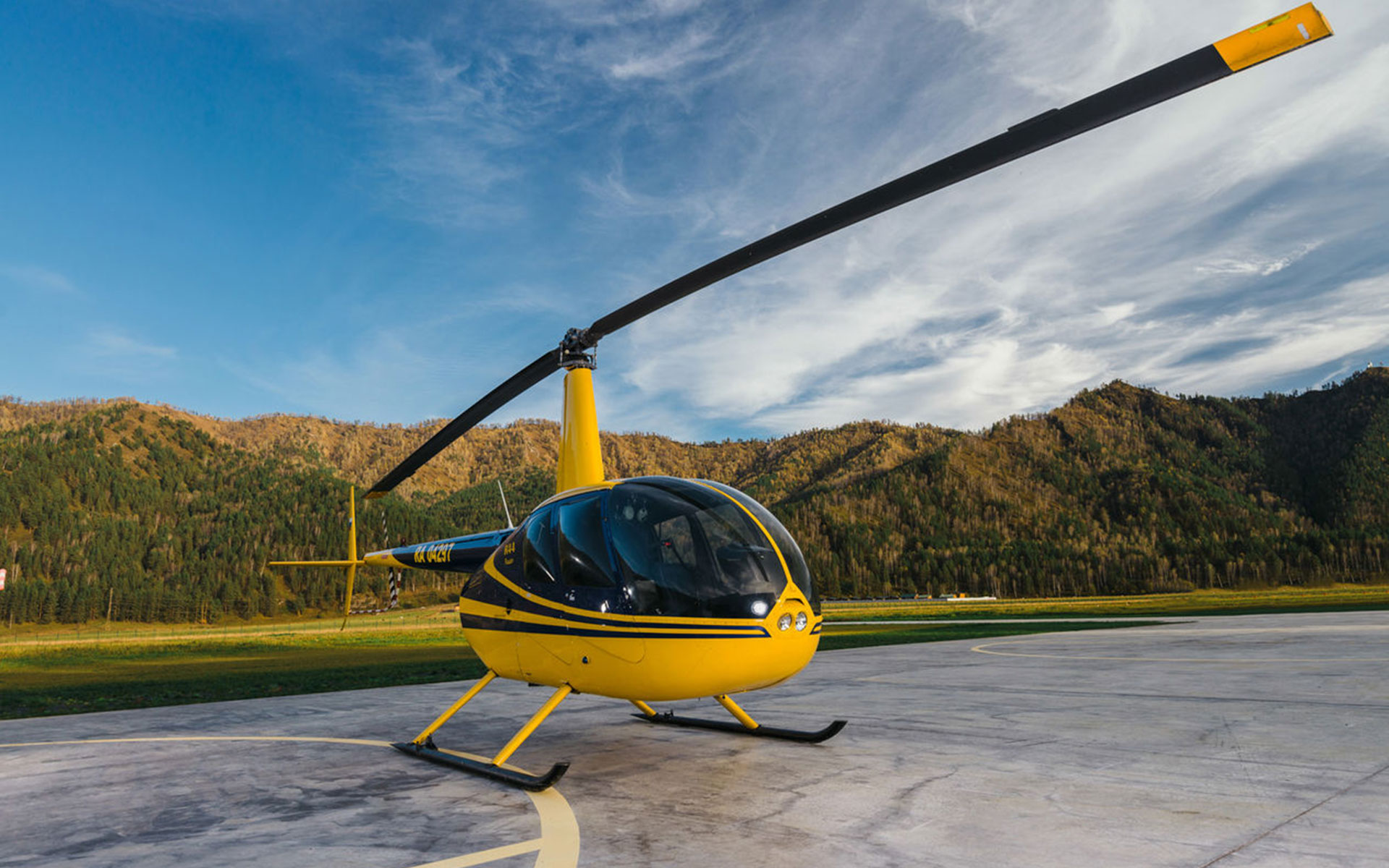 Robinson R44 — AlabrigaTravel